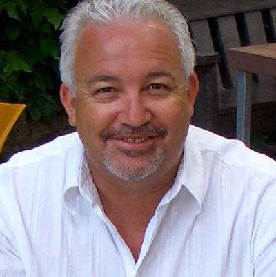 Pastor Tresville Verhoog